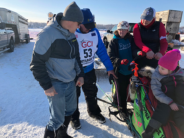 Dr. Heilala and Dr. Jansma at the Iditarod 2018 restart in Willow, Alaska